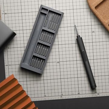 Электрическая отвёртка 24 в 1 Xiaomi Mijia Electric Precision Screwdriver Kit, MJDDLSD003QW, анодированный алюминий, инструментальная легированная сталь S2, твёрдость стали по шкале Роквелла: 60 HRC (твёрдость алмаза 67 HRC), антикоррозийная обработка, 24 магнитные насадки, аккумулятор 350 мА/ч, электромагнитный двигатель, 200 оборотов в минуту, 2 скорости, максимальный крутящий момент 3 Н·м, USB Type-C, световой индикатор, Киев
