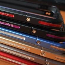 Чехол-бампер Luphie (серия Double Colours Sword) для смартфона Xiaomi Mi5S Plus, авиационный анодированный алюминий, алюминиевый бампер, двухцветный противоударный бампер из двух частей, скрученных двумя винтиками, в комплекте отвёртка и 2 запасных винтика, тканевые накладки на внутренней поверхности рамы для защиты корпуса смартфона, чёрный + красный, чёрный + фиолетовый, серый + серебряный, золотой + серебряный, красный + серебряный, голубой + серебряный, Киев